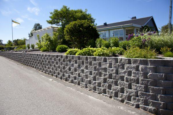 Megastone Rundhugget Grå mur forstøtningsmur Støttemur