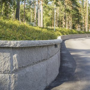 Bohusgranitt Blokkstensmur mur granitt Støttemur naturstein